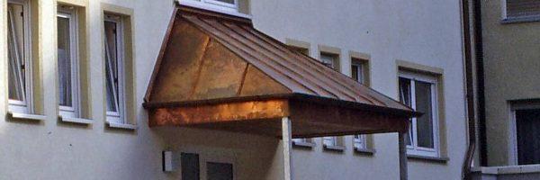 Klempnerarbeiten: Kupfervordach