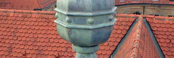 Restaurierung von Bauornamenten / Klempnermanufaktur: Dachornamente Gericht Bamberg